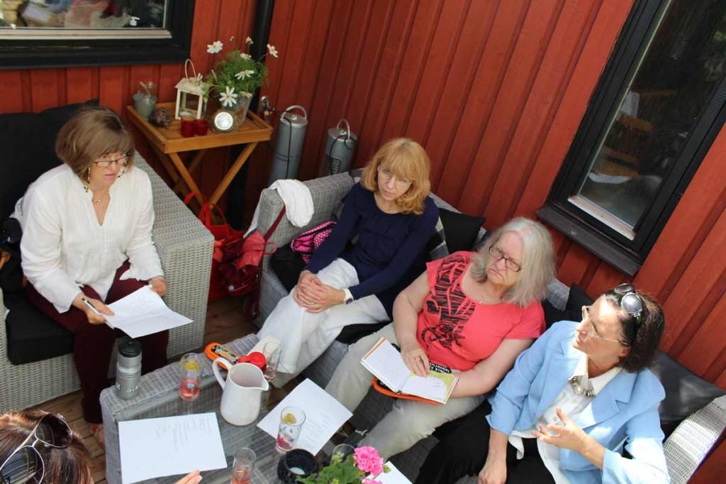 Styrelsemöte i Ingå, den 7 juni 2014. Diskuterar bland annat programmet för höstens kulturkväll och praktiska arrangemang.